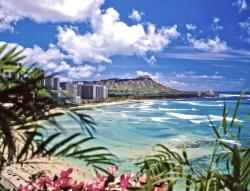 Hawaii Governor to Extend Traveler Quarantine Past June